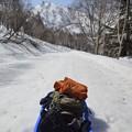 Photos: ソリを持って登山