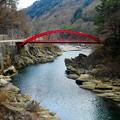 Photos: 「木曽川に架かる赤い橋」