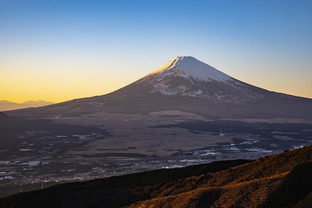 富士照らす