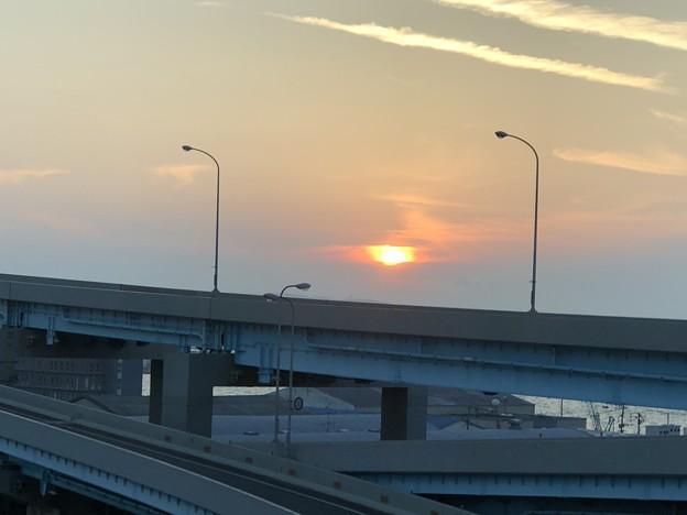 写真: 2018.8.6 都市高速から見る夕日