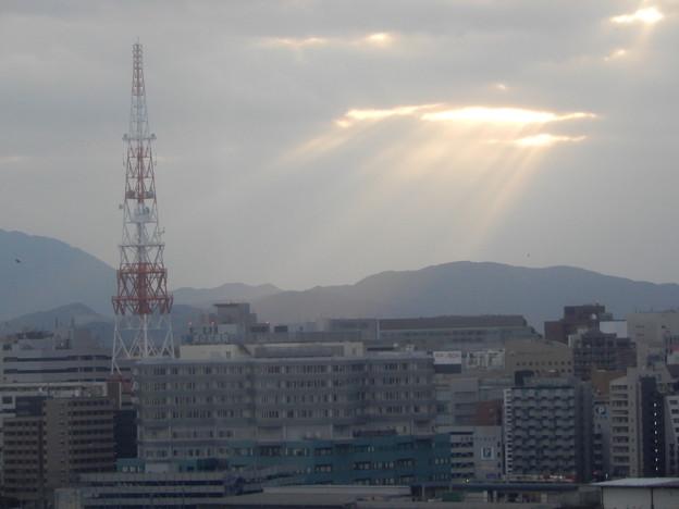 2018.12.14 雲の間から見える朝陽