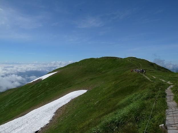 月山に向かう途中姥ヶ岳を振り返る