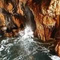 写真: 三段壁洞窟