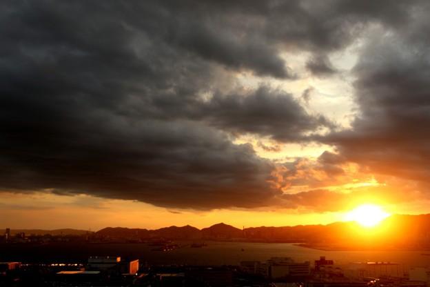 台風21号通過後の夕陽