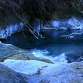 写真: 石灰山口の青い淵