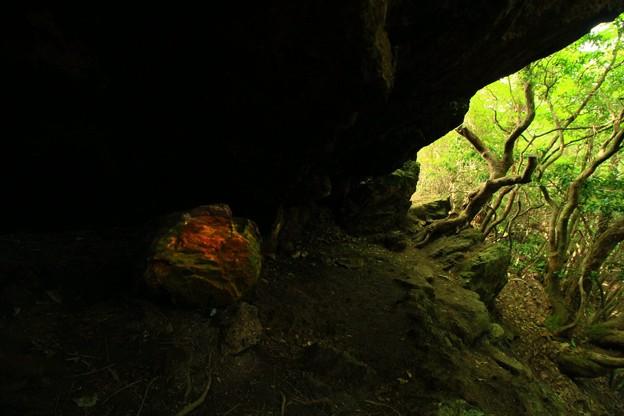 475 御岩山の赤い石