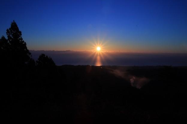 000 日、立ち昇る様は領内一 神峰山 山頂よりの日の出