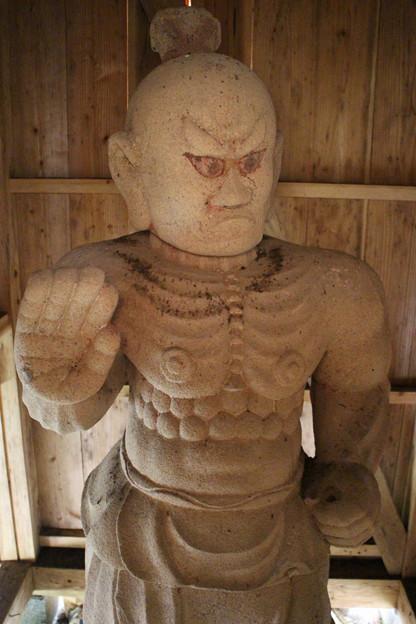 109 黒前神社の仁王像