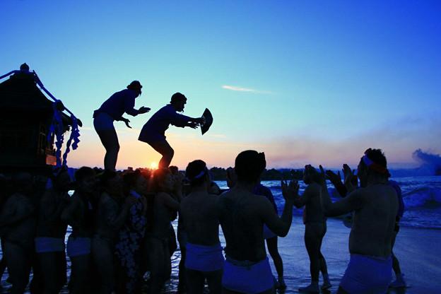 Photos: 高萩市・高浜海岸 初日の出 神輿渡御