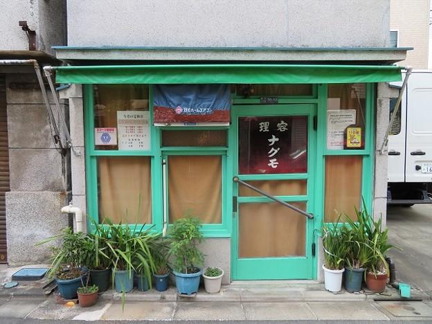 亀戸 赤線跡に残る理髪店