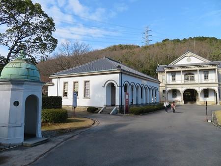 近衛局本部付属舎と赤坂離宮正門哨舎