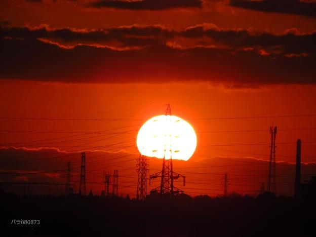 Photos: 鉄塔串刺しの朝陽が輝いて♪