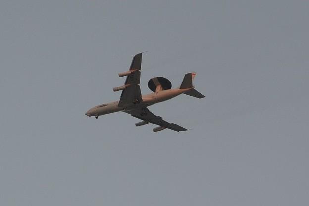 帰還途中のAWACS機