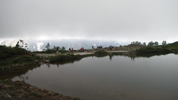 雲重たい八方池
