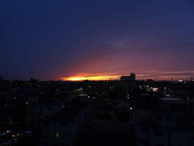 Photos: 雨の中の夕焼け
