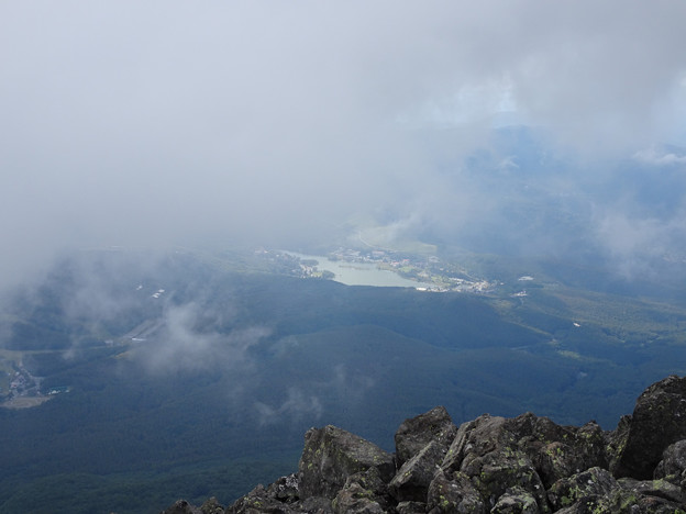 雲の下の白樺湖