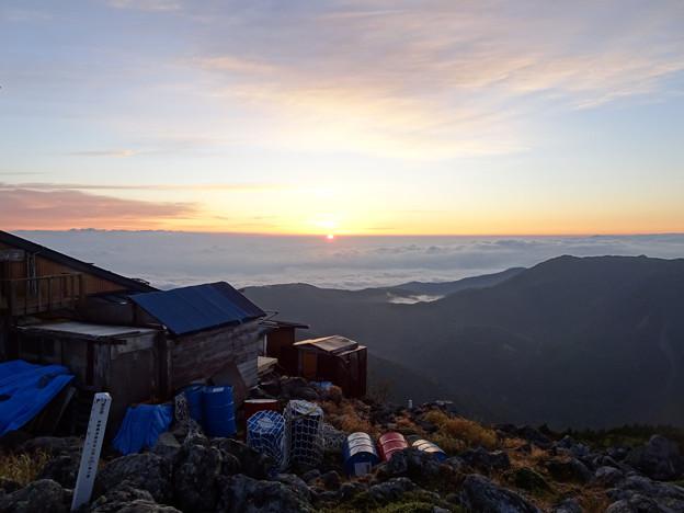 Photos: 頂上から日の出を見る