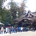 写真: 香取神宮拝殿と本殿