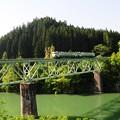 写真: 只見川に