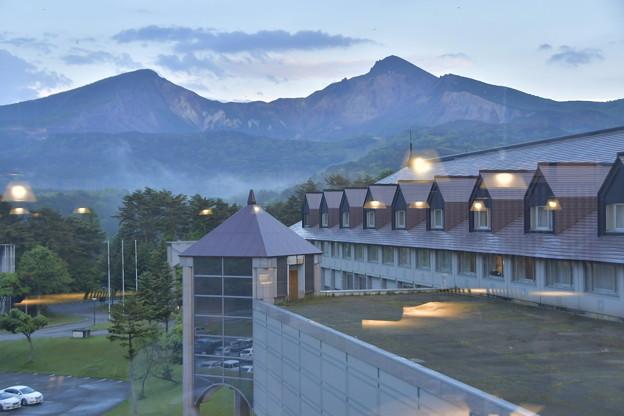 Photos: ガラス越しの磐梯山