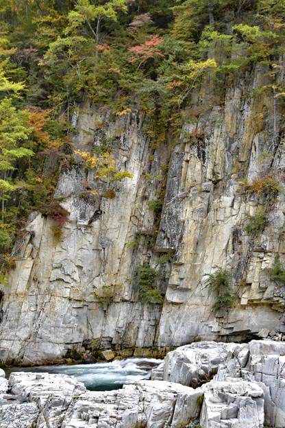 Photos: 大屏風岩とブルーの流れ