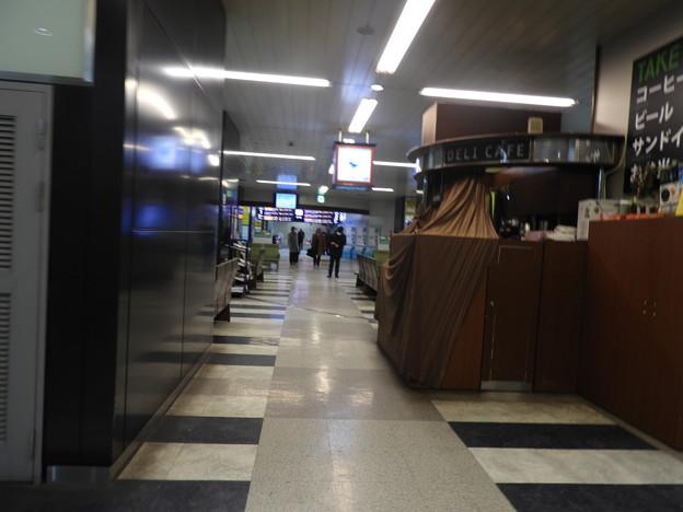 新神戸駅/改札内(閉店後のDERI CAFE)