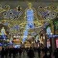 写真: 阪急梅田のライトアップ