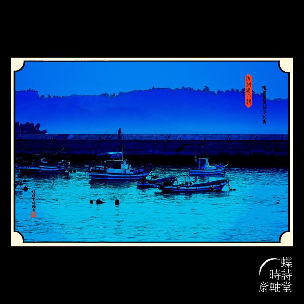 防潮堤の朝